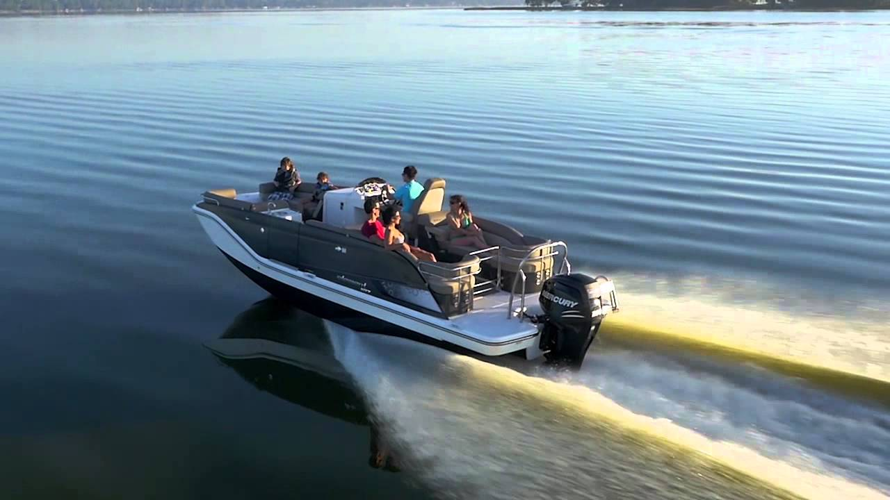 The Lowdown on Bayliner Deck Boats | Deck Boat