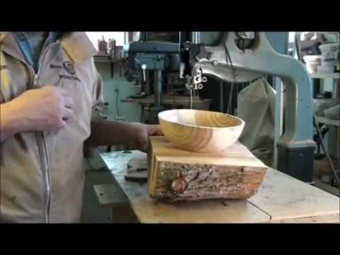Turning wood bowls on a lathe