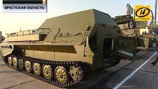 Перспективные образцы армейских вооружений представили на аэродроме в Барановичах