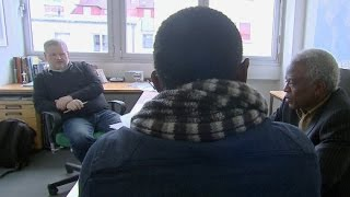 Herr Werner entscheidet über Asylanträge: Asylbewerber und ihre Geschichten