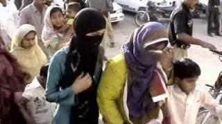 Repeat youtube video Police Raid on Brothels and arrest 23 prostitutes on 08-aprail-2009 from Rohri( Report Imran malik )