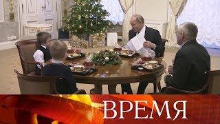 Президент помог «хрустальному» мальчику увидеть Санкт-Петербург с высоты птичьего полета.