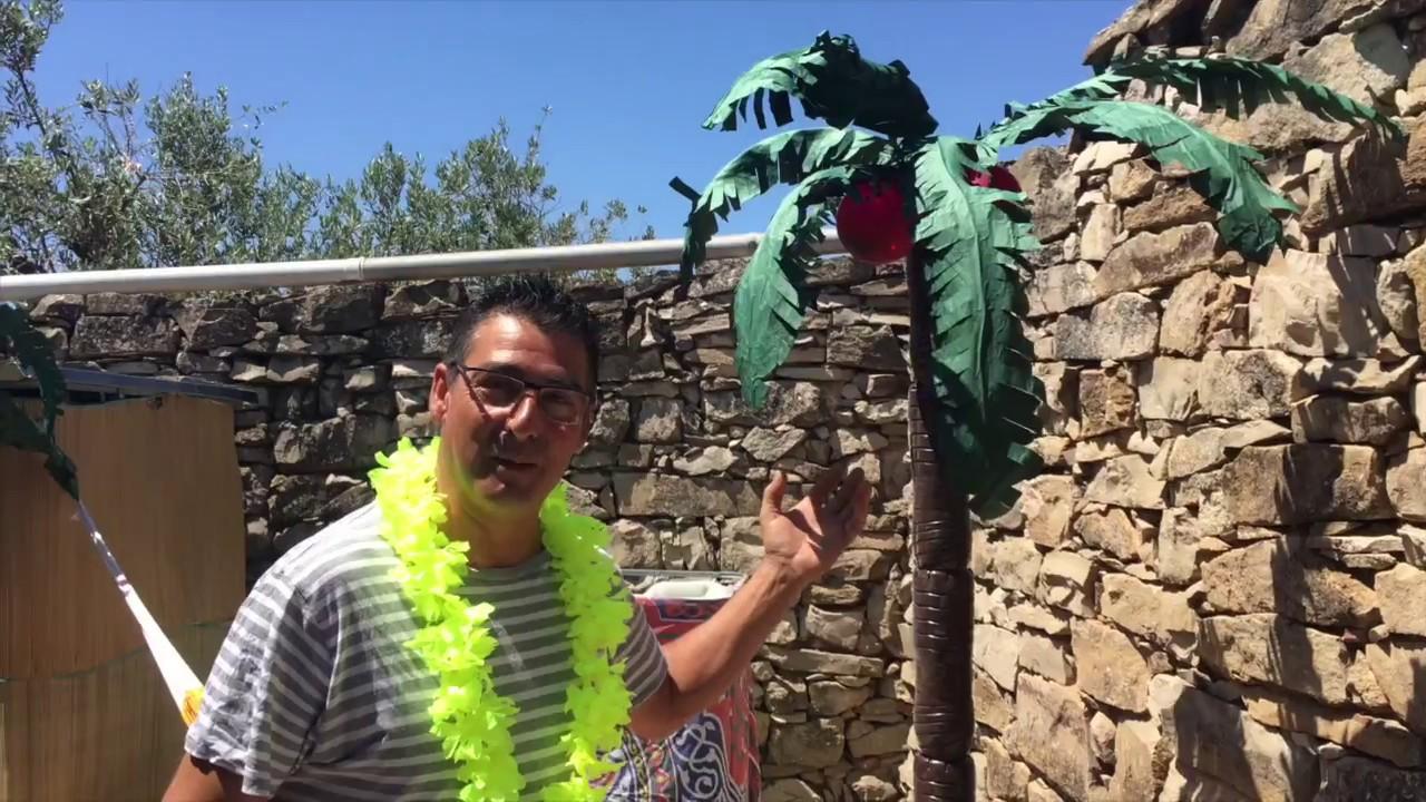 Como hacer palmeras de papel y plastico para fiesta for Como se hace una pileta de material