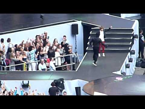 Summertime Ball: OMG- Usher