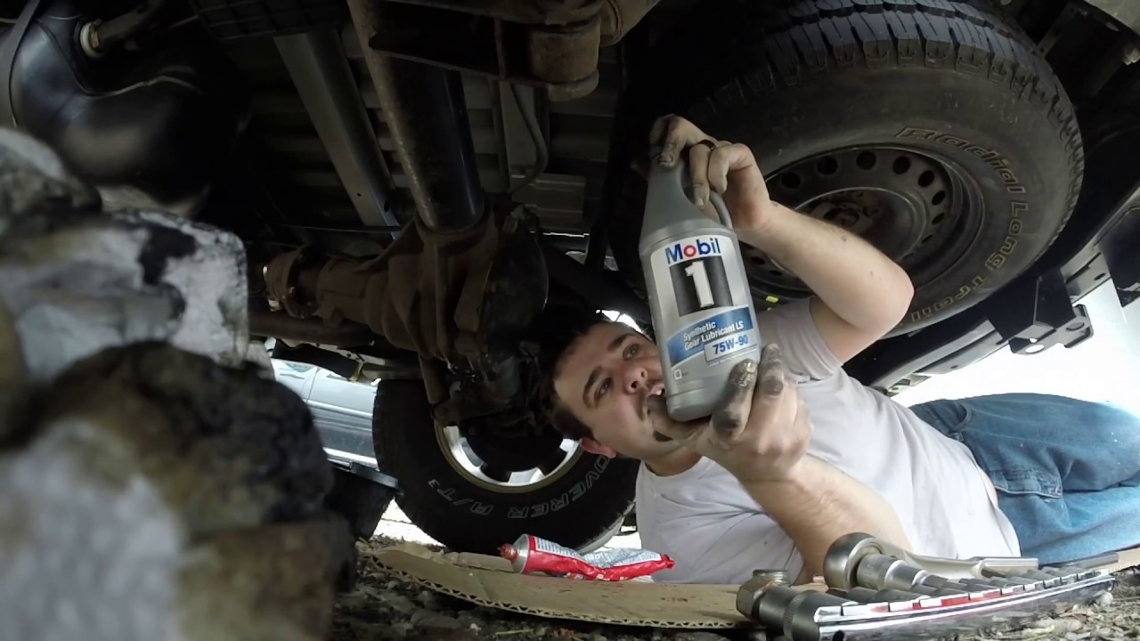 Rear Differential Fluid Change >> Nissan Frontier Differential Gear Oil Change 2005-2016 ...