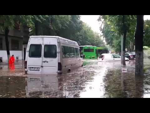 Ploaie torențială la Constanța! Orașul este paralizat.