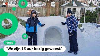 Veel kinderen bouwen iglo's van sneeuw
