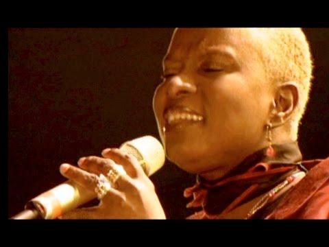 Angelique Kidjo - Malaika - Africa Live in Dakar