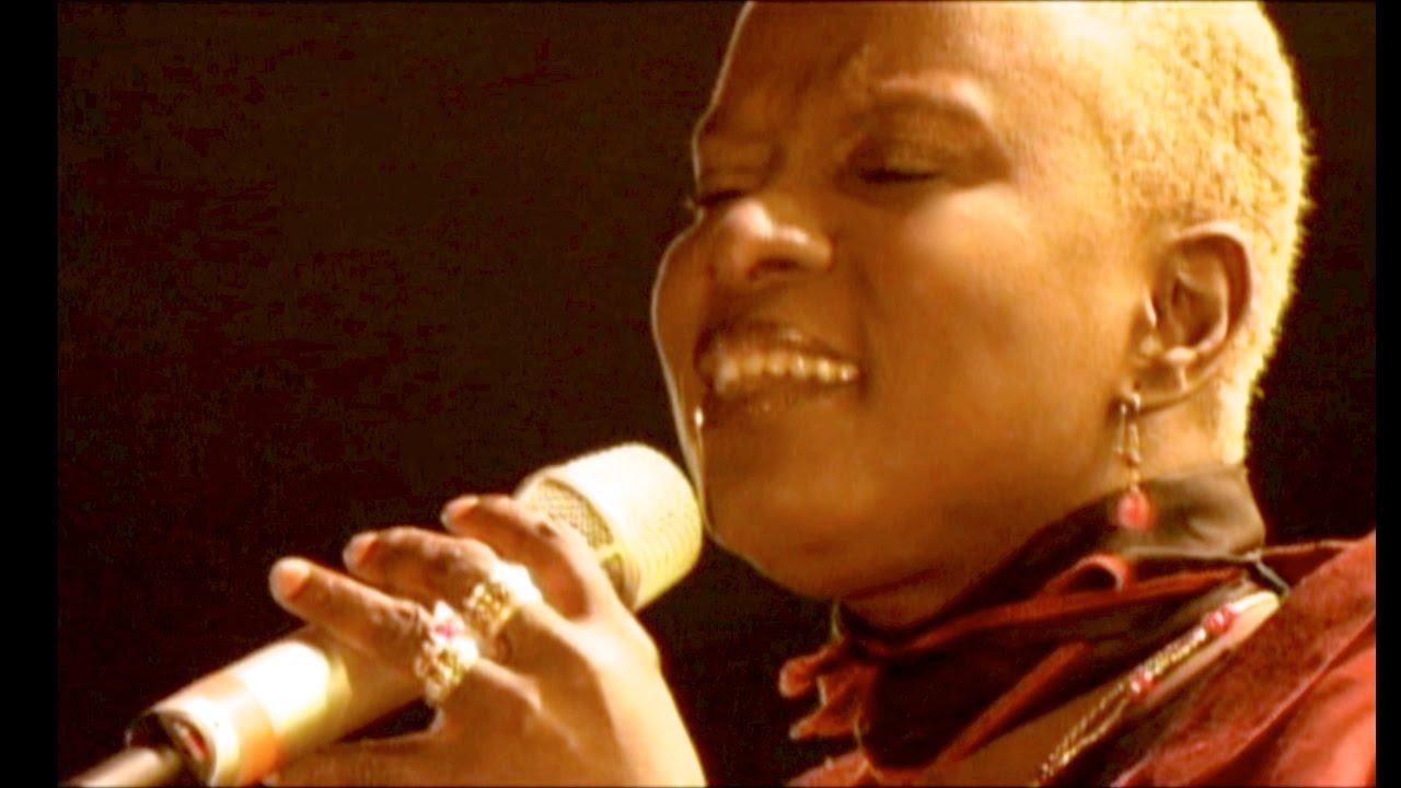 Download Angelique Kidjo - Malaika - Africa Live in Dakar