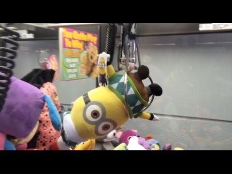 minion claw machine