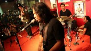 Gugun Blues Shelter   Set My Soul on fire @Rolling Stone