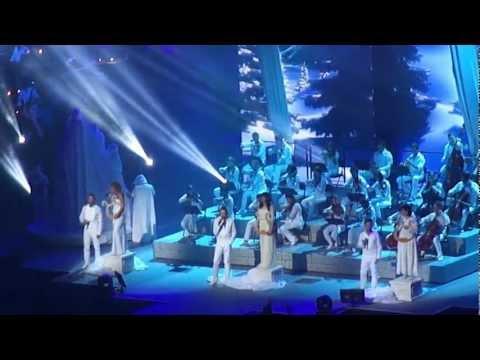 La boite à musique (les Enfoirés 2013) - L'ouverture (Bercy 23/01/2013)