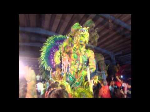Su majestad Andrea Quintero, reina 2011 de Calle A...