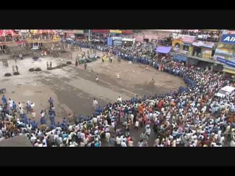 6 Killed in Stampede at Jagannath Rath Yatra Festival - India