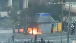 Grecia, scontri, bottiglie molotov e feriti davanti al Parlamento. thumbnail