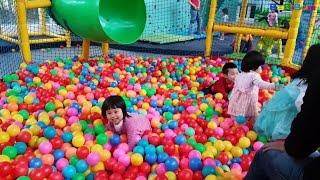 Merry Christmas & Playing in Ball Pit, Slide, Đi Chơi Noel, Đi Chơi Công Viên, Nhà Bóng, Cầu Trượt