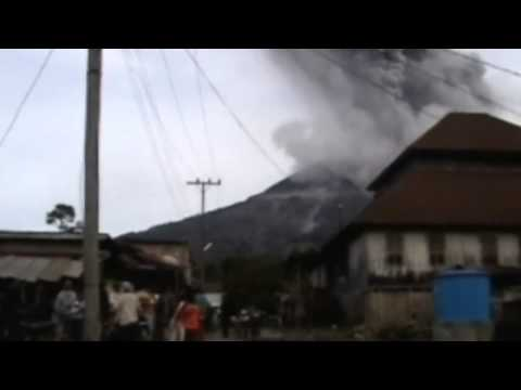 Sinabung volcano erupts again  Indonesia's Mount Sinabung spews more volcanic ash