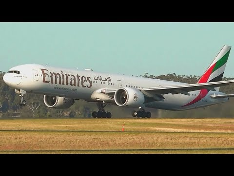 Emirates B777-300 Karachi to Dubai full flight