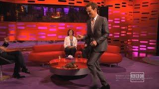 Benedict Cumberbatch Beyonce Yürüyüşü Yapıyor The Graham Norton Show (Altyazılı)