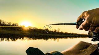 Поиск и ловля щуки на малой реке Спиннинг с берега осенью в октябре 2021