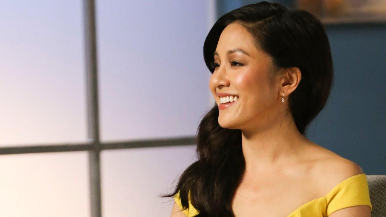 """People menyebut Constance Wu dari """"Crazy Rich Asians"""" sebagai... (gambar dari: https://www.youtube.com/watch?v=e1lYCGdre50)"""