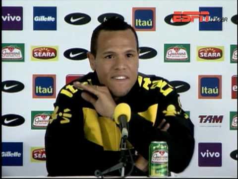 Luis Fabiano responde argentinos
