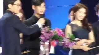 Video Kim Soo Hyun -SBS 2014 Drama Award-网络人气奖 download MP3, 3GP, MP4, WEBM, AVI, FLV Maret 2018