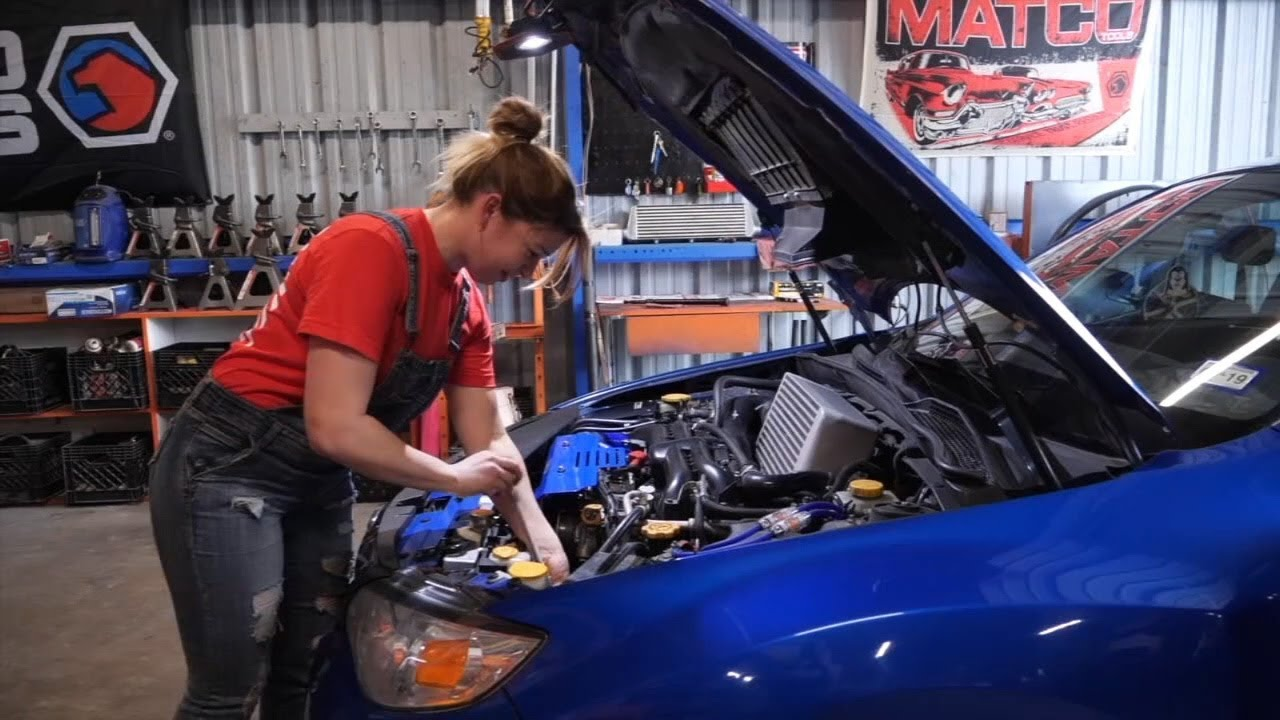 Female mechanic empowering women with garage - YouTube