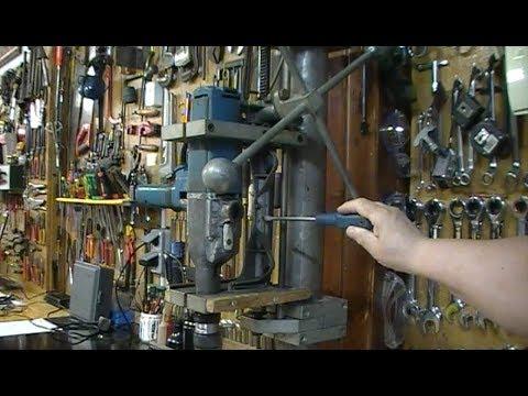 Cómo hacer un taladro de columna con una dirección de coche de un Renault 4