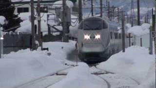 山形新幹線 雪の高畠駅 E3系つばさ号 通過.