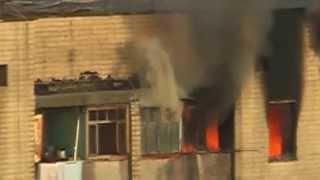 Пожар в Одессе!!!Спасение жителей дома!!!ч3 /Fire in Odessa, Live Broadcast, Hot News!!!(Видео снято с крыши дома. В нем вы увидите, как огонь захватывает несколько квартир, затем приезжают пожарны..., 2013-08-09T20:37:09.000Z)
