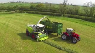 Работа техники в поле. Заготовка кормов для сельскохозяйственных животных на зиму.