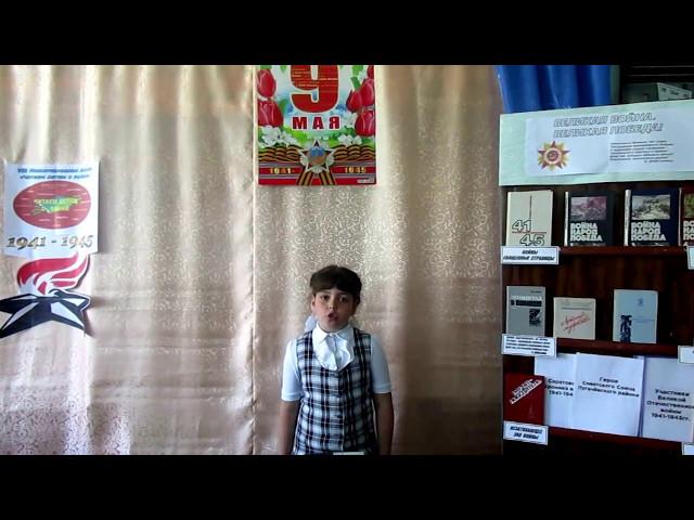 Изображение предпросмотра прочтения – РусланаПичужкина читает произведение «Дедушкин портрет» ВиктораТимофеевичаТурова