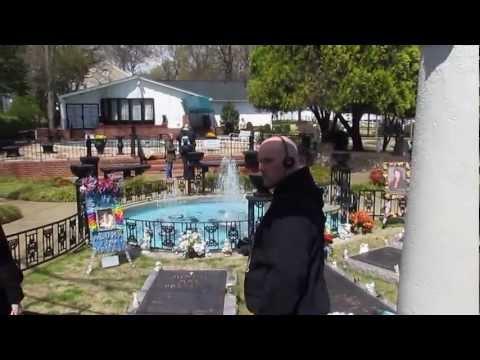 En la tumba de Elvis @ Graceland