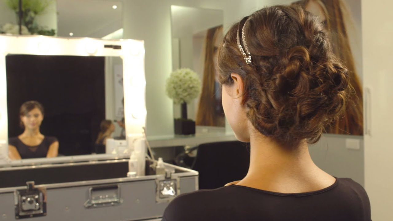 tuto coiffure comment faire un chignon bas de mariage youtube. Black Bedroom Furniture Sets. Home Design Ideas