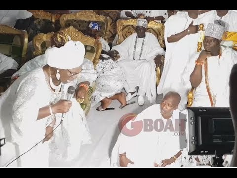 Iya Rainbow Bows,Kneels Down,Reveals How Nice Ooni Of Ife Is As He Prays  For Him At