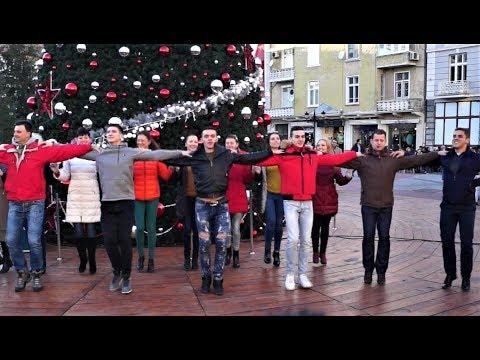 "Флашмоб Ансамбъл ""Тракия"" - Flashmob Ensemble ""Trakia"" - Bulgarian Folklore Dance - Plovdiv Bulgaria"