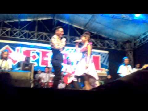 Tasya Feat Gerry - Dinding Kaca.      Live Lampangan Kuncir