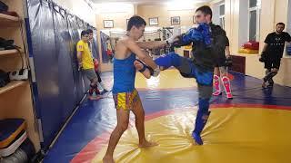 Урок Тайского бокса N 9, захват ноги с нанесением удара локтя.