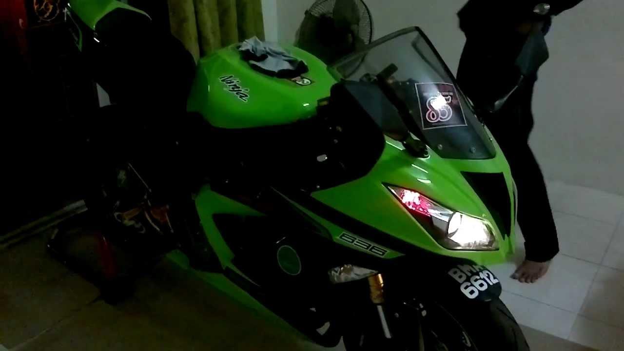 Kawasaki Ninja Zx6r 636 2013 Malaysia With M4 Exhaust Youtube