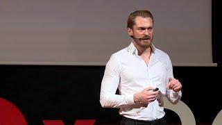 Wszystko jest wszystkim | Piotr Bucki | TEDxSGH