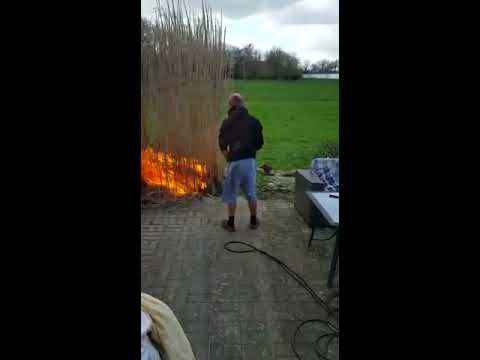 Scottys Peak Page - Watch This: Dude Accidentally Burns Down His Garden