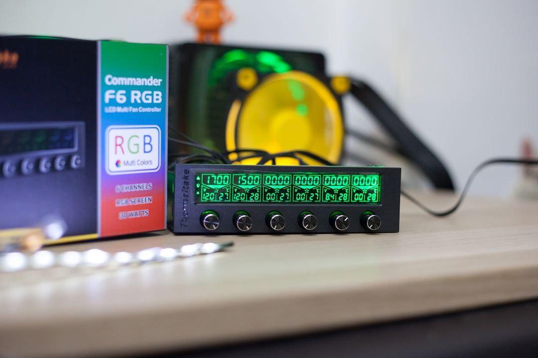MIT MODs 改裝教學:曜越 Commander F6 RGB LCD 風扇控制器 開箱 - YouTube