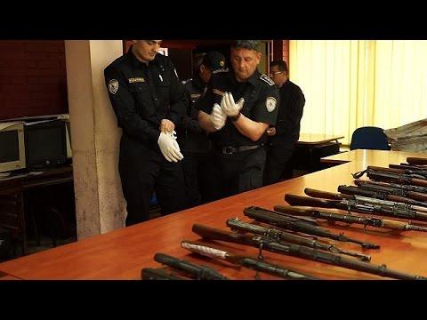 Az Interpol hadat üzen az illegális fegyverkereskedelemnek