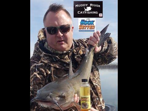 Madison, Wisconsin Lake Mendota Channel Catfishing With Hooksetter USA