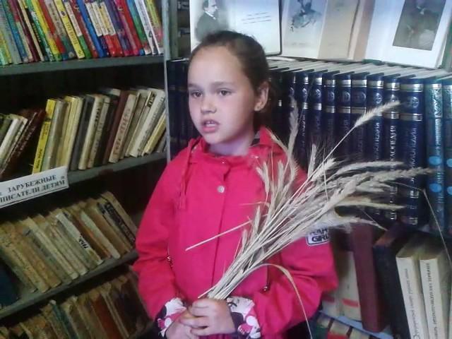 Изображение предпросмотра прочтения – ПолинаКапкова читает произведение «Несжатая полоса» Н.А.Некрасова