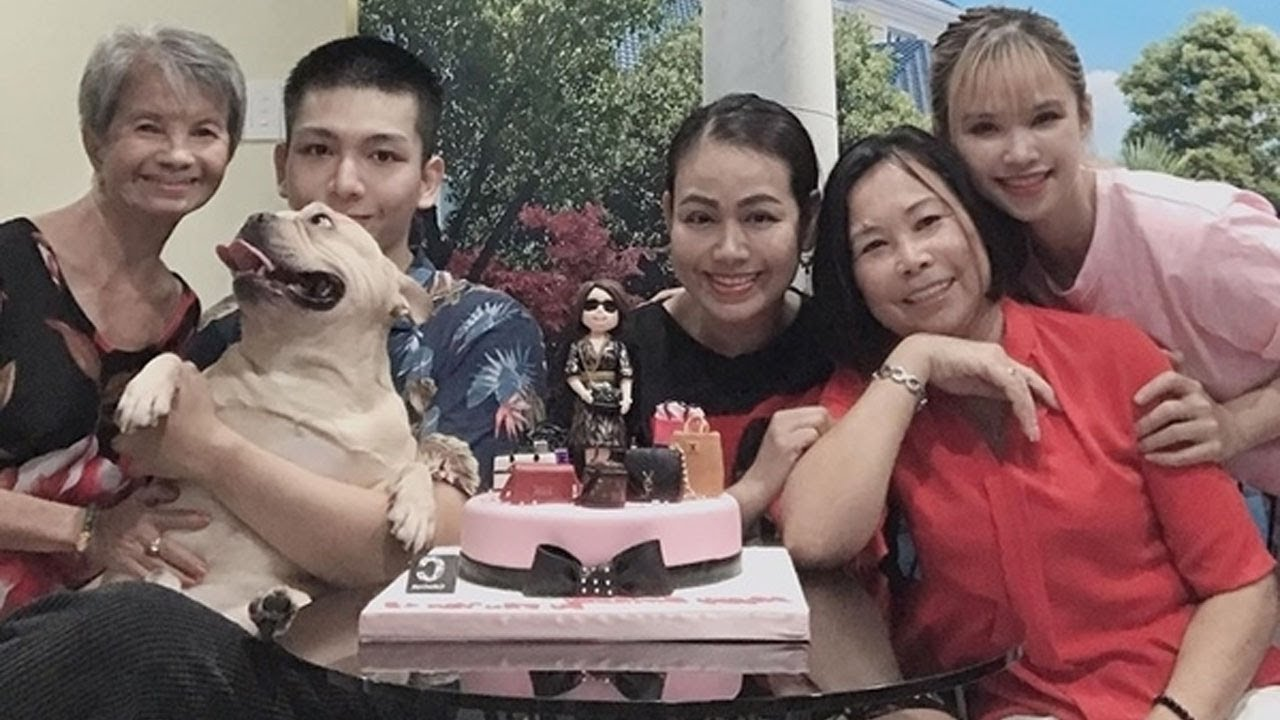 Chúc mừng sinh nhật mẹ chồng mà Khởi My Kelvin Khánh cũng lầy lội không kém,khiến fan thich thú