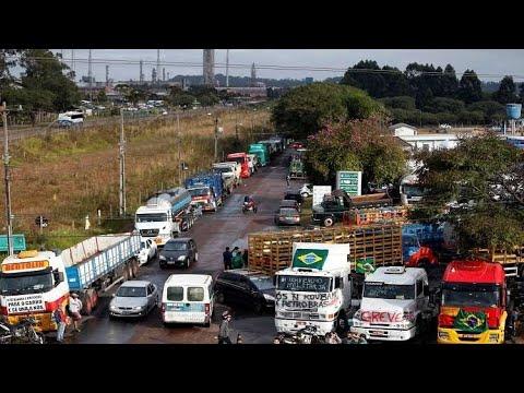 البرازيل.. إزالة حواجز الطرق وسط إضراب سائقي الشاحنات  - 12:22-2018 / 5 / 26