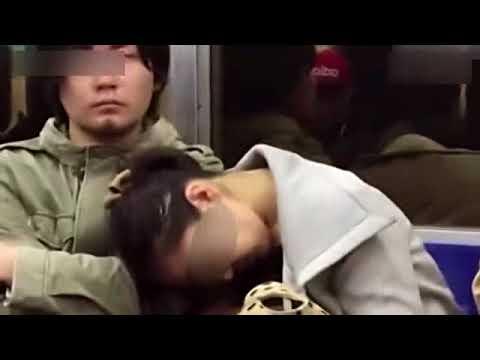 """日本""""电车痴汉""""原形毕露!狂摸女孩胸被拍下 国语流畅"""