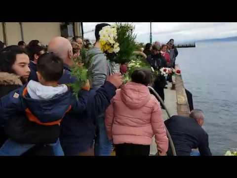 Ofrenda floral a los náufragos en Burela